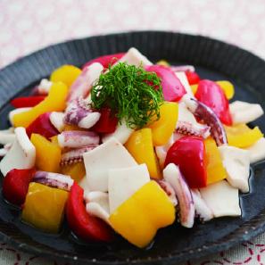 とろとろパプリカとイカの彩り和風サラダ 野菜ソムリエ 真田祥子監修 【江戸レッシング】の風味が、